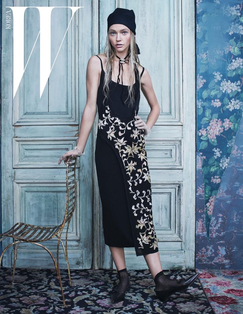 Королева зимы: загадочная Саша Пивоварова на страницах W Magazine Корея