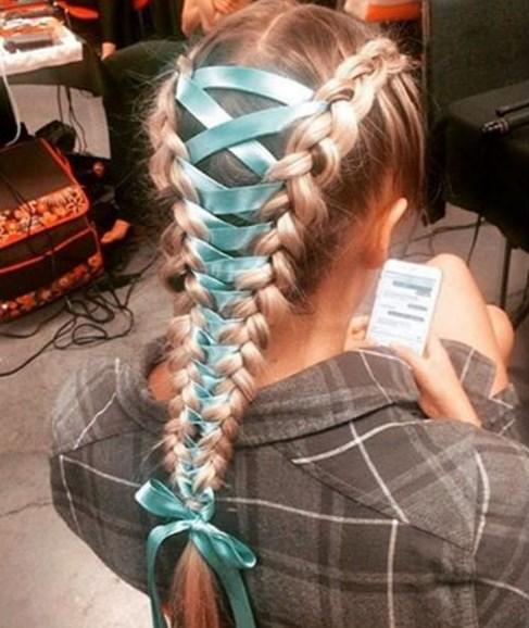 Корсет в волосах стал новым модным трендом (ФОТО)