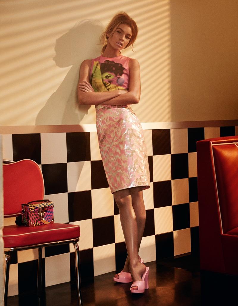 Кукольная Стелла Максвелл в нарядах Moschino позирует для издания The Daily Summer