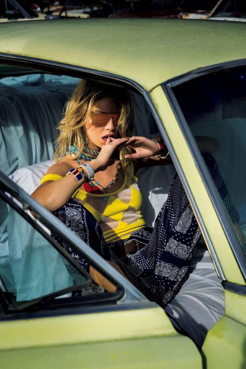 Современная пастушка: ангелоподобная Стелла Максвелл в новой фотосессии для Vogue Japan