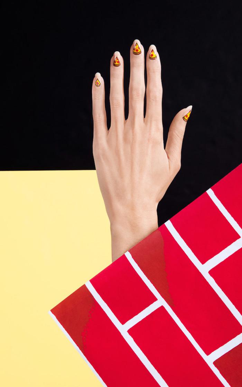 Простая геометрия: модный маникюр, который нас вдохновил