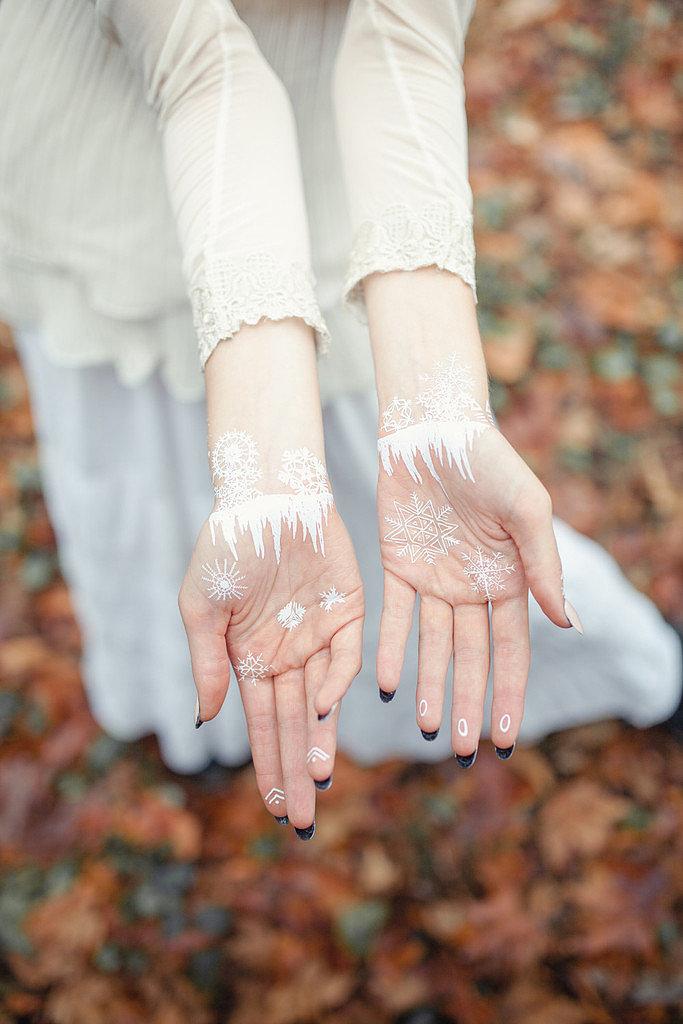 Снежинки на коже: новый вид флеш-тату, актуальный даже зимой!