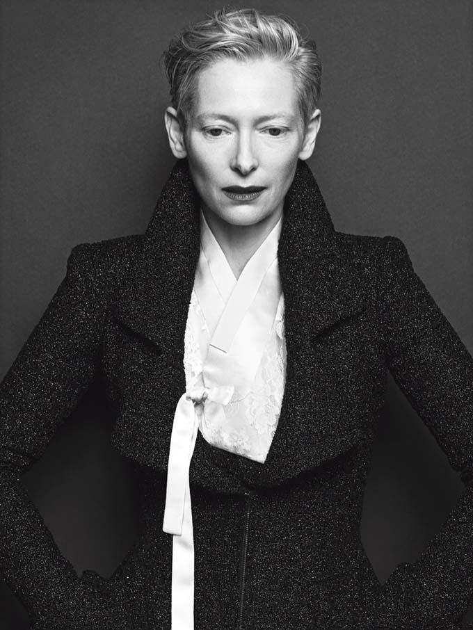 Королева артхауса: Тильда Суинтон в осенних образах от Chanel