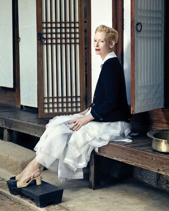 Королева артхауса: Тильда Суинтон в осенних образах от Chanel фото