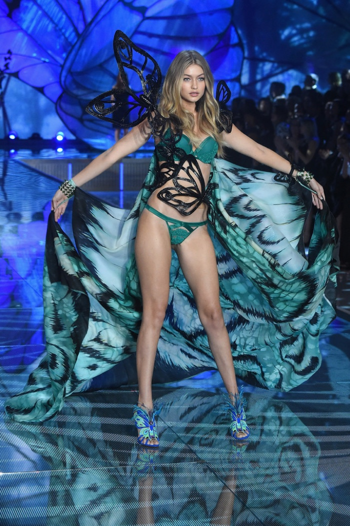 Лучшие образы Victoria's Secret Fashion Show 2015 фото