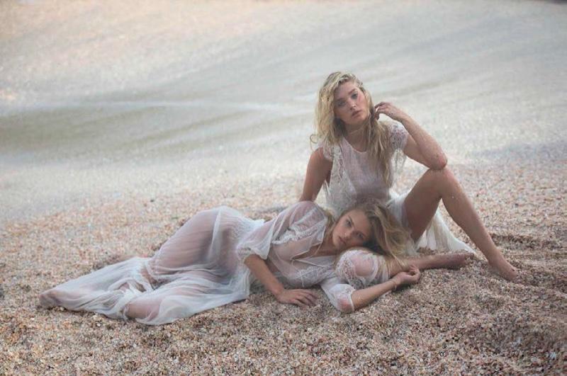 По-испански горячо: огромная фотосессия моделей Victorias Secret в Vogue Spain