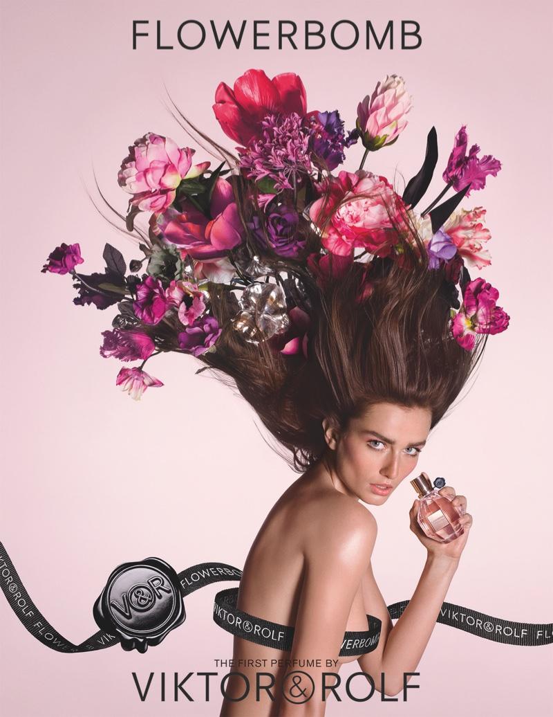Андреа Дьякони - новое лицо аромата Flowerbomb от Viktor and Rolf