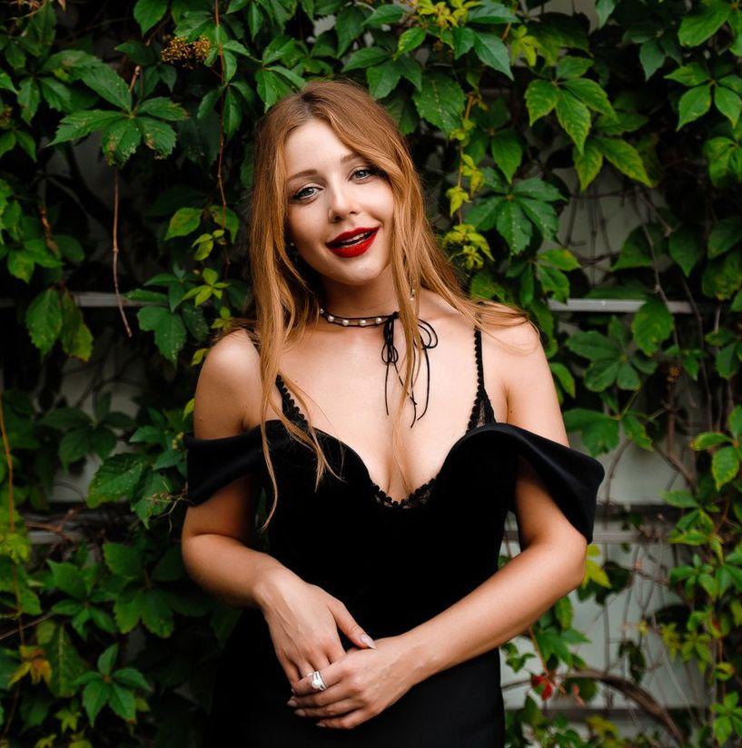 Тина Кароль выпускает именную помаду: 5 лучших бьюти-образов звездной красотки (ФОТО)