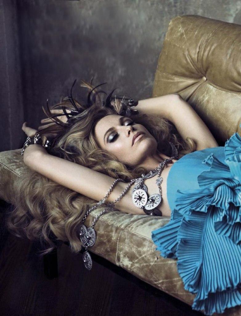 По стопам сестренки: Поппи Делевинь блистает в модном глянце
