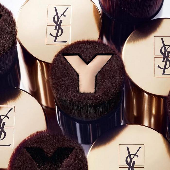 Оптимально: YSL представили новую, особенную кисть для тонального крема