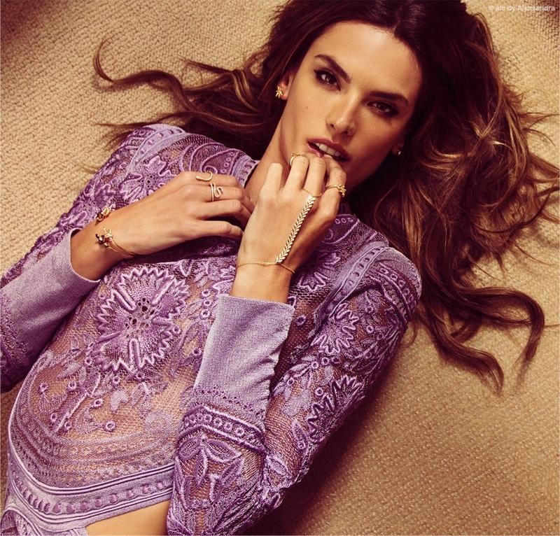 Алессандра Амбросио выпустила коллекцию стильных украшений