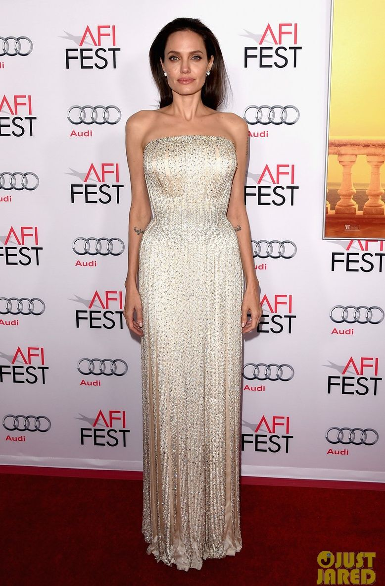 """Образ дня: Анджелина Джоли на премьере """"Лазурный берег"""" в Лос-Анджелесе"""