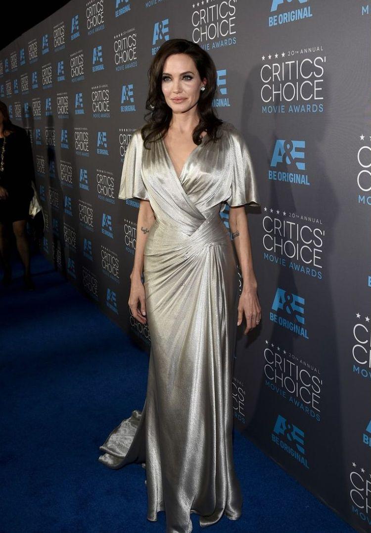 Итоги года: лучшие образы Анджелины Джоли