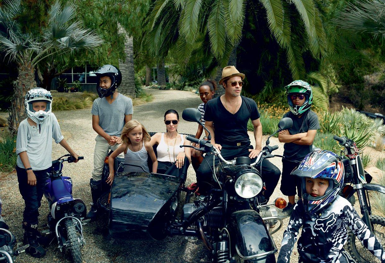 На берегу счастья: семья Питт-Джолли в объективе Энни Лейбовиц для ноябрьского Vogue Америка
