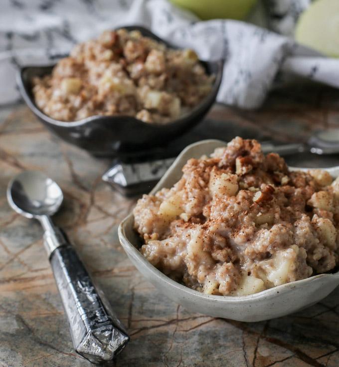 Не забудь позавтракать: 10-минутная яблочная каша с овсянкой