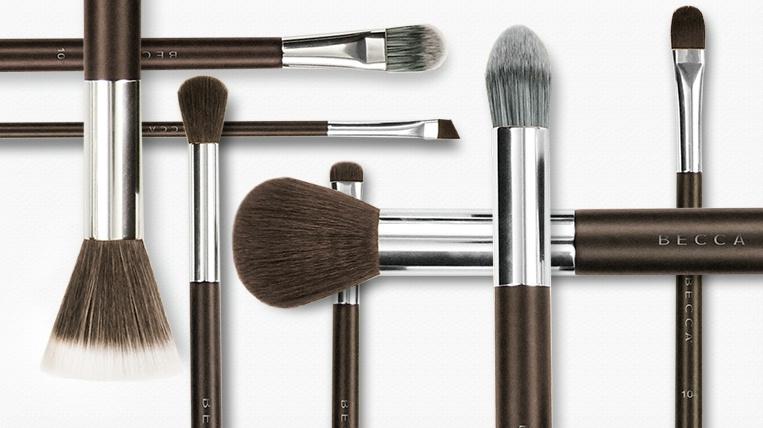 Очищаем инструменты: как чистить кисти для макияжа