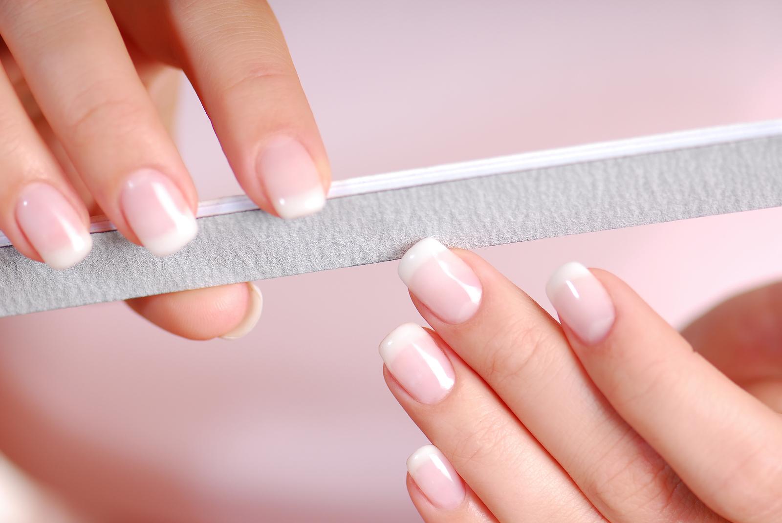 Необходимый уход для здоровья ногтей и рук.