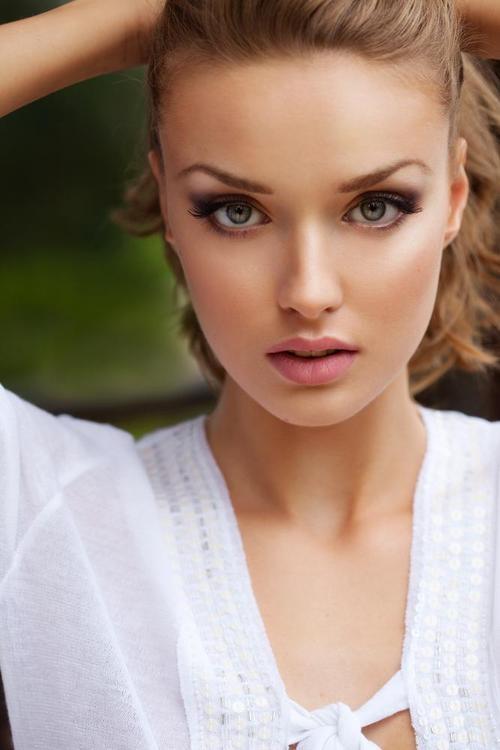 Быстро и легко: как освежить свой макияж в течение дня?