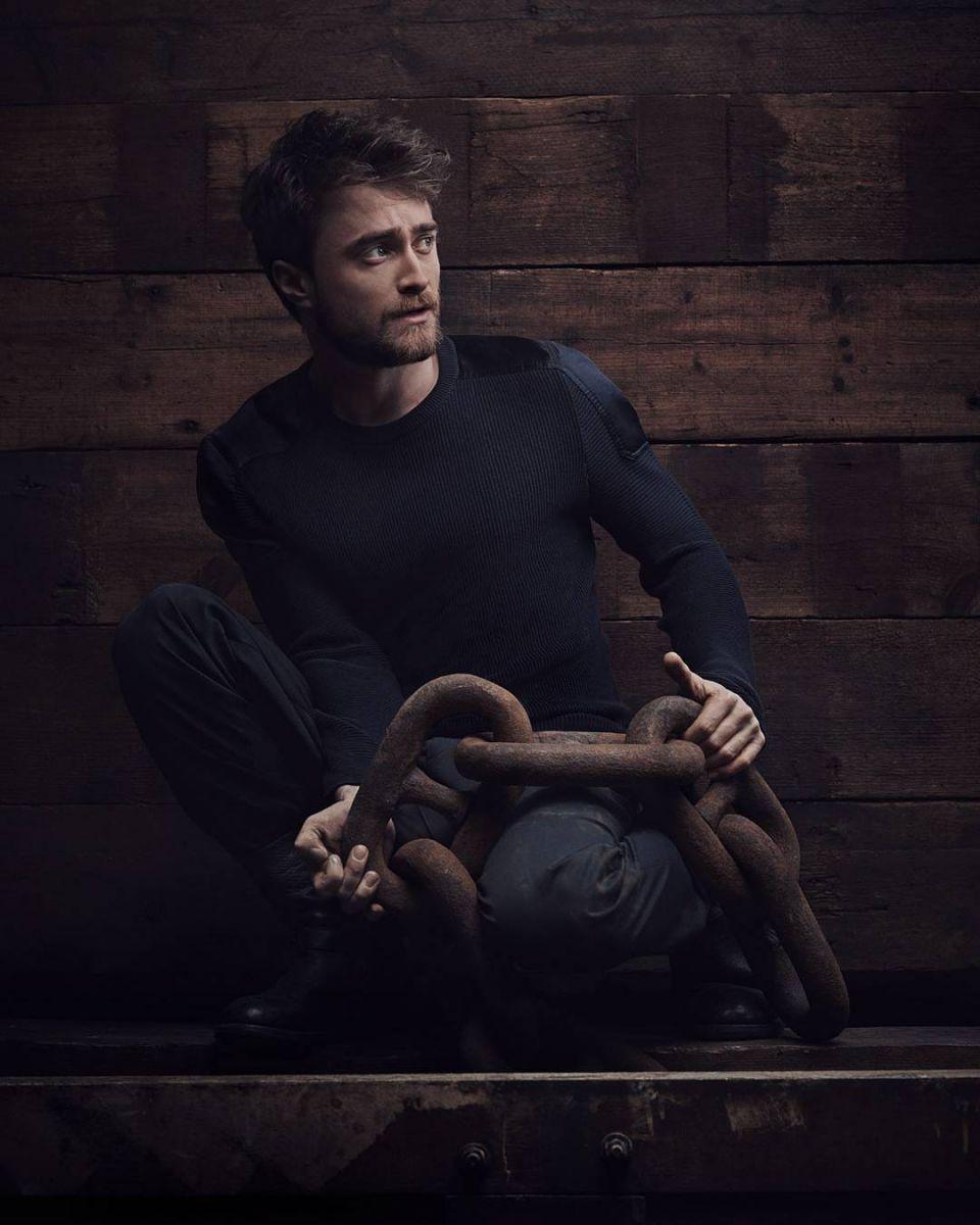 Гарри вырос: брутальный и мускулистый Дэниел Рэдклифф в новой фотосессии для Vanity Fair