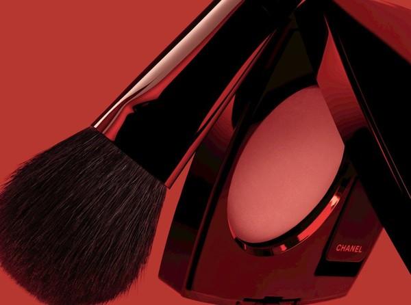 Румяна Chanel Joues Contraste Powder Blush:  320 Rouge Profond (Limited Edition) - пурпурно-красный