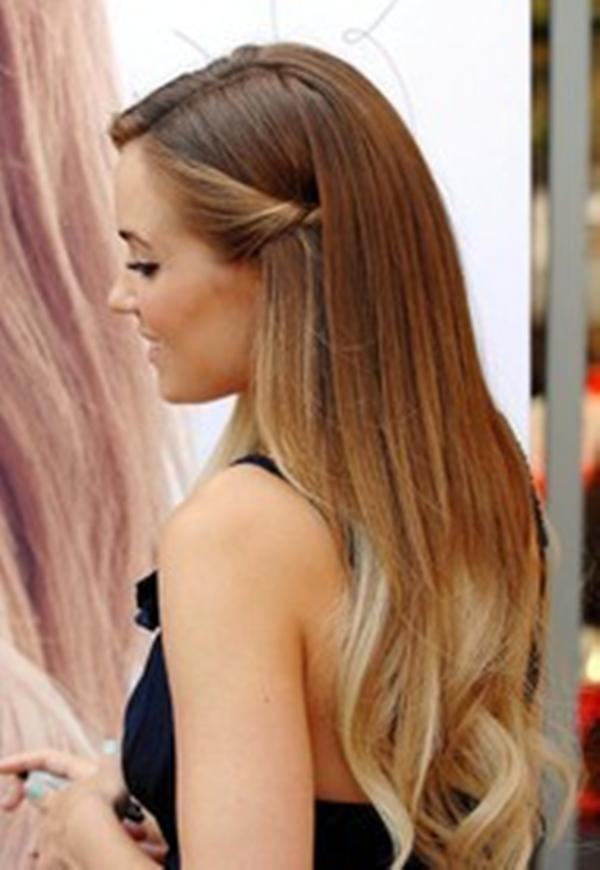 Момент прически на длинные волосы за