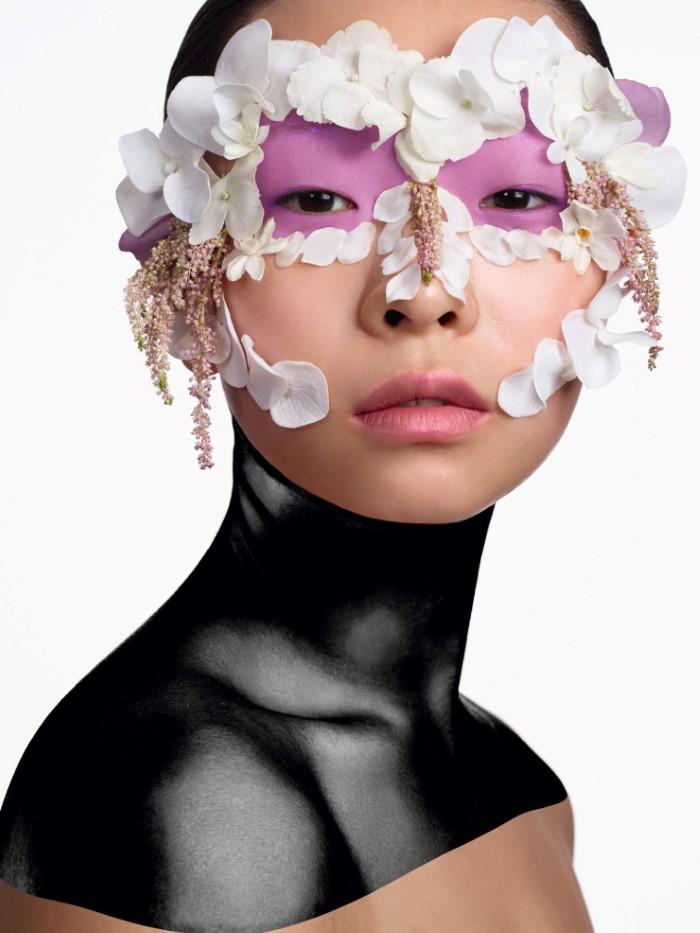 Нет ничего красивее: макияж с лепестками живых цветов в Vogue Китай май 2016