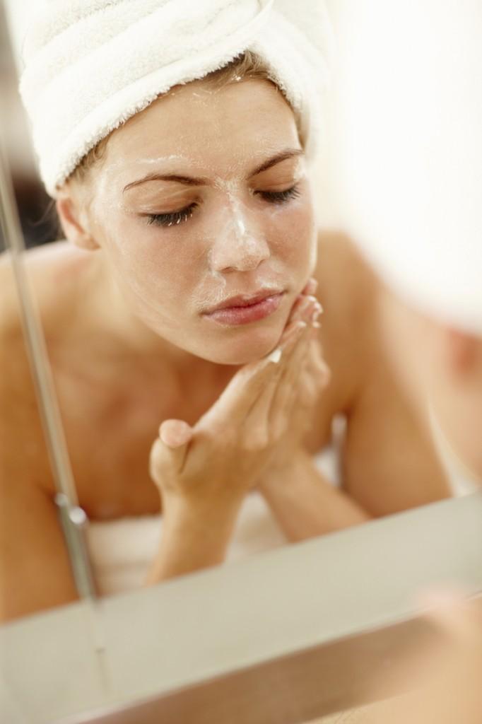 Как правильно делать чистку лица?