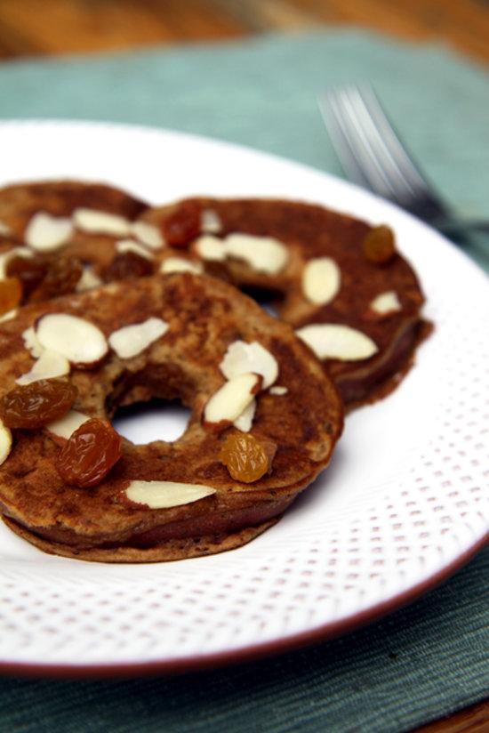 """Здоровое питание: """"яблочные блины"""" - рецепт сладости, которая не вредит фигуре"""