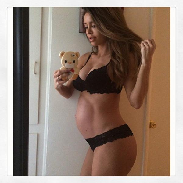 Сара Стейдж беременная фото