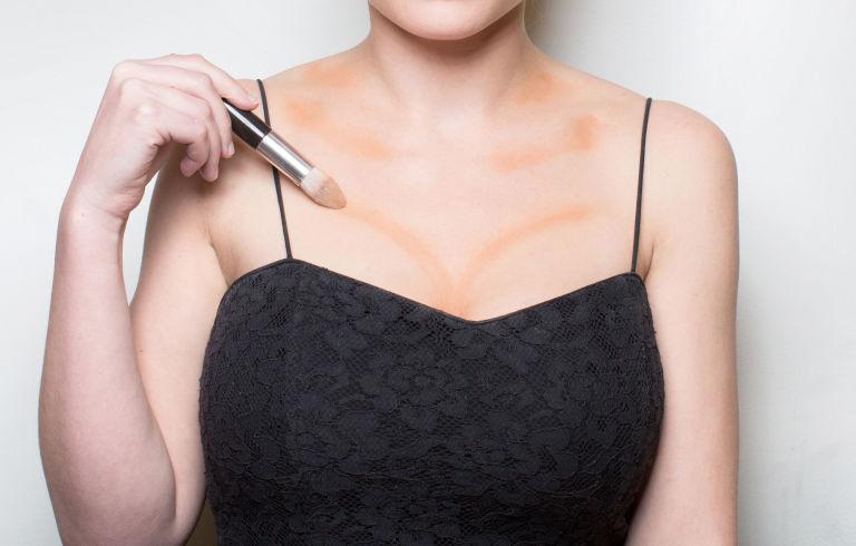 Красивая грудь без пластики: учимся контутировать зону декольте