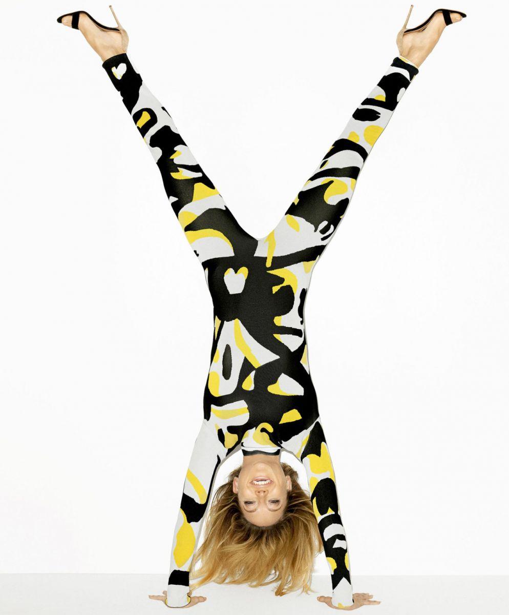 На зарядку становись: Кейт Хадсон упражняется на страницах Harpers Bazaar US