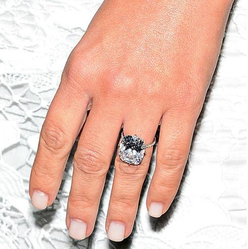 Дорогу невесте: самые роскошные обручальные кольца знаменитостей