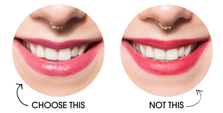 Два в одном: как отбелить зубы с помощью яркой помады?