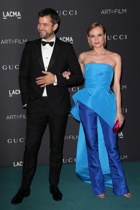 Диана Крюгер в голубом комплекте из брюк и топа с ассиметричным низом от Monique Lhullier