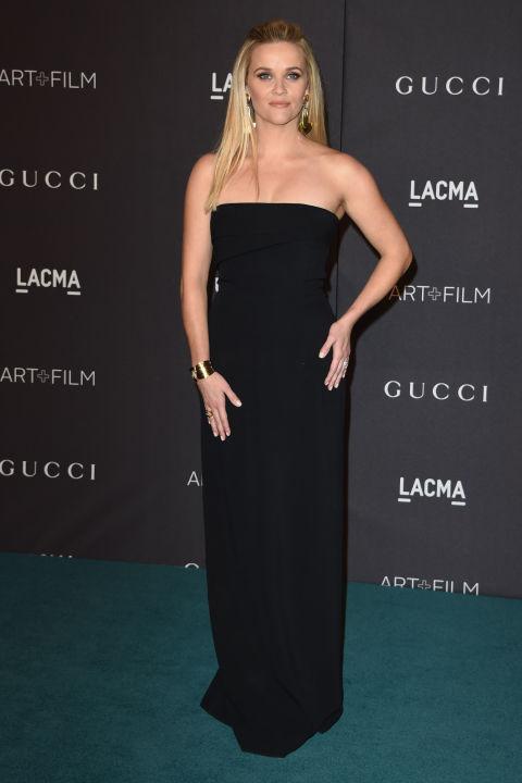 Риз Уизерспун блистала в элегантном и лаконичном черном платье в пол.