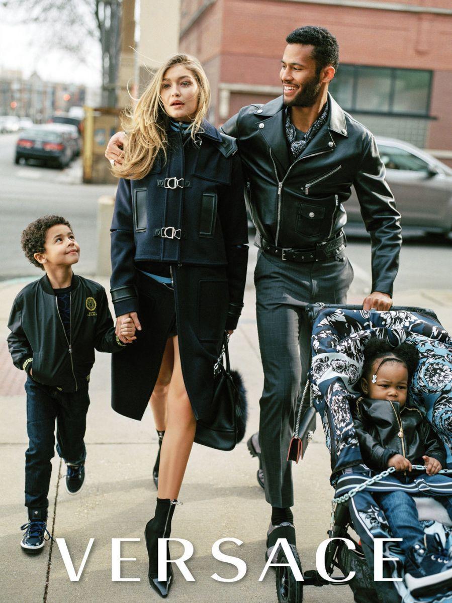 Новые роли: Джиджи Хадид и Карли Клосс стали мамами в фотосессии Versace