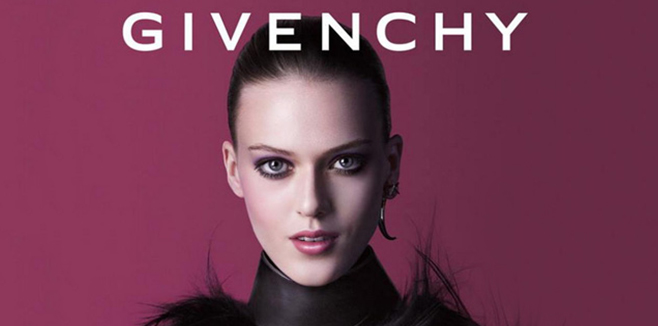 В новую коллекцию макияжа Extravagancia от Givenchy входит палетки для глаз и губ, а также кремовые тени для век, помады для губы, два новых оттенка лаков для ногтей и румяна.  Коллекция Extravagancia от Givenchy выдержана в сочных и благородных оттенках – фиолетовый, золотой, алый, лиловый и коричневый. Особенно впечатляют новые лаки для ногтей – мерцающий золотой и бронзовый оттенки позволят создать действительно заметный и экстравагантный маникюр. Помады для губ представлены в двух ярких оттенках – алом и спелая вишня.  В середине августа коллекция макияжа Extravagancia от Givenchy поступит в международную продажу.