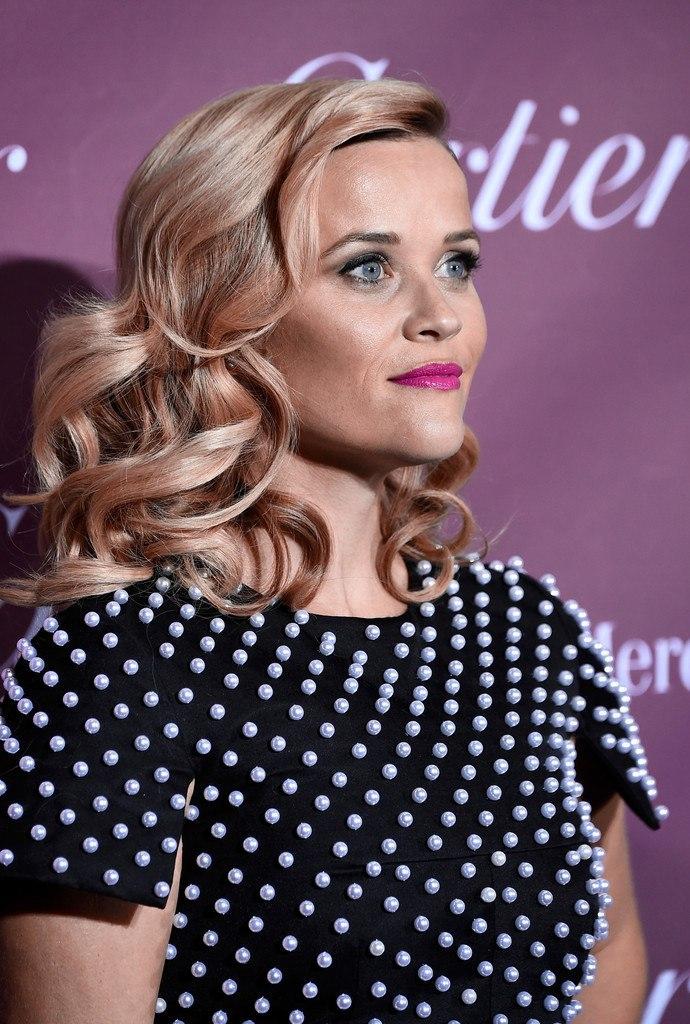 Роскошная блондинка: Риз Уизерспун покорила женственным образом