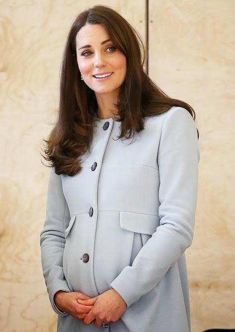 Беременная Кейт Миддлтон скрывает животик под стильным пальто