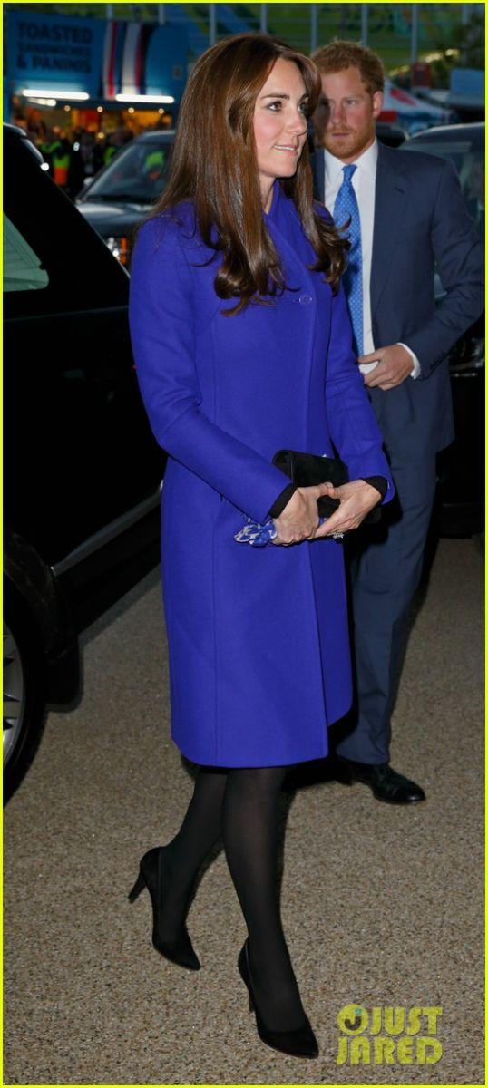Образ дня: Кейт Миддлтон в стильном пальто посетила матч по регби