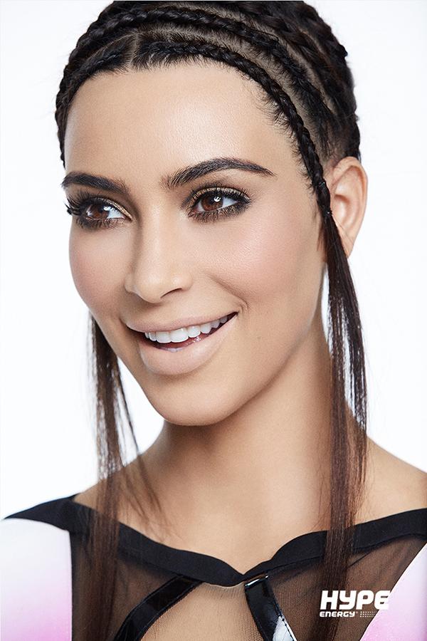 Умеет удивлять: Ким Кардашьян примеряла новый beauty-образ
