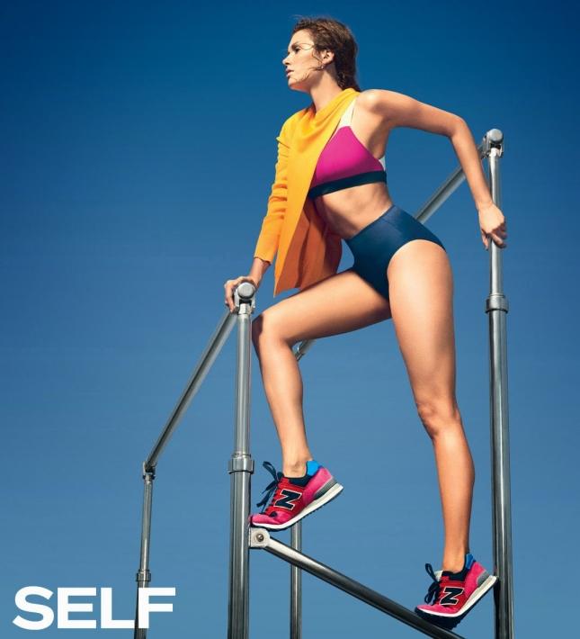Нина Добрев показа спортивную подготовку и безупречную фигуру
