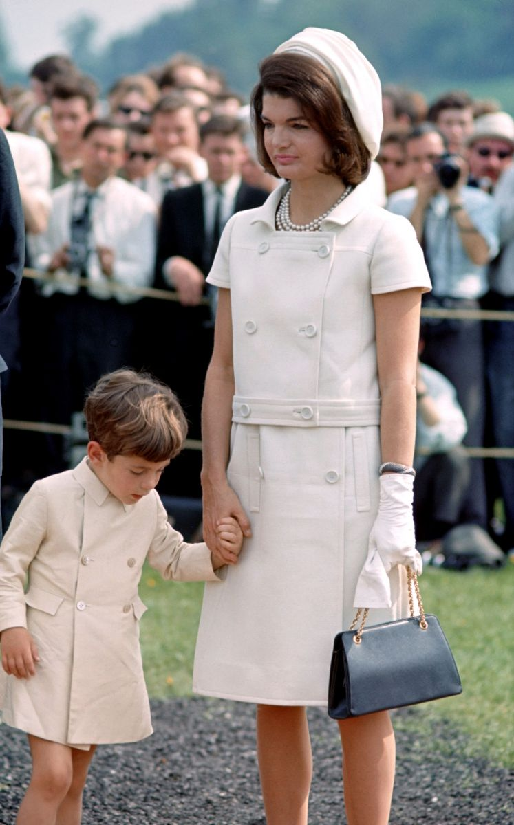 Looking for jackie american fashion icons Happy Times (Icons Lee Radziwill. - m)