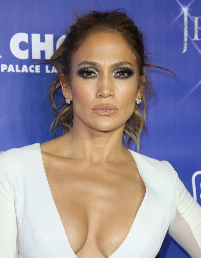 Провал, господа! Дженнифер Лопес переборщила с макияжем фото