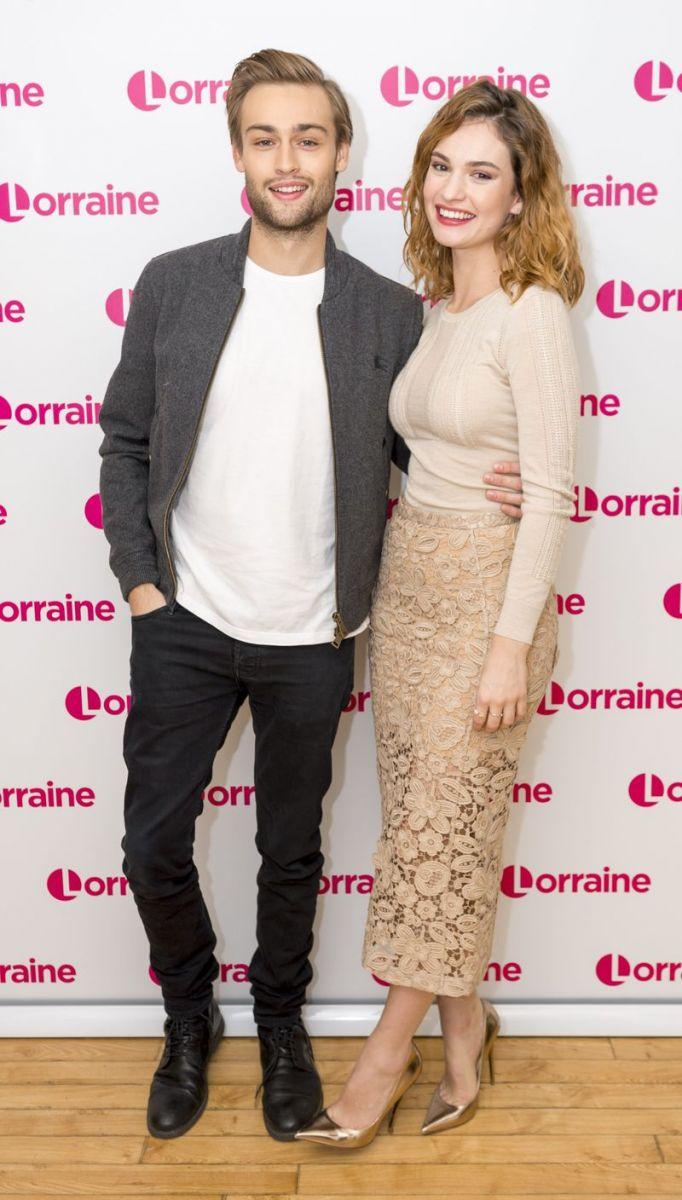 """Образ дня: Лили Джеймс на тв-шоу """"Lorraine"""" в Лондоне фото"""