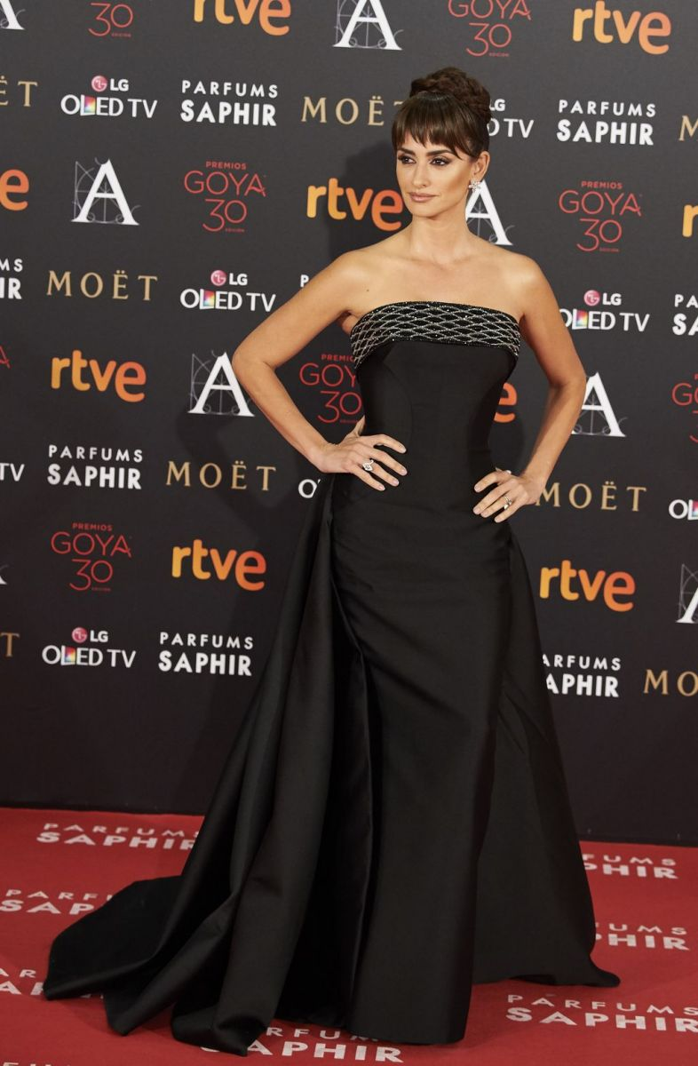 Образ дня: Пенелопа Крус блистает в Atelier Versace на Goya Cinema Awards  2016