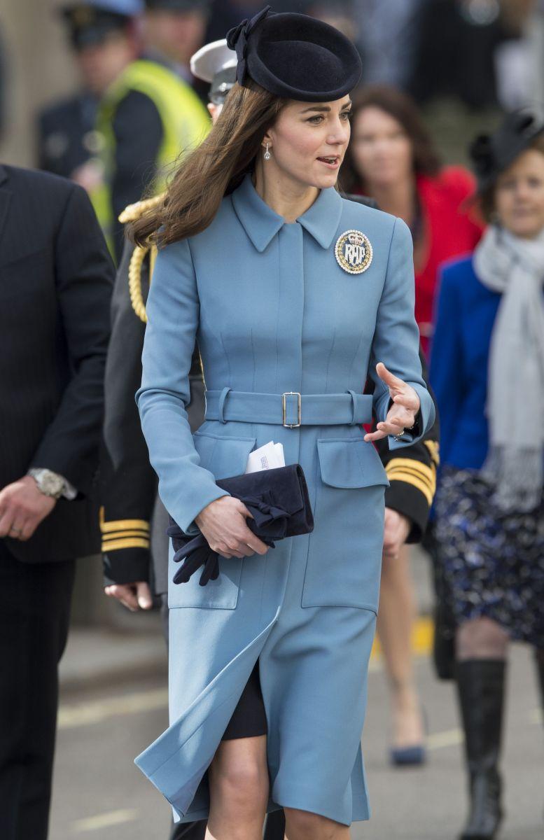 Образ дня: Кейт Миддлтон впервые вышла в свет после новости о беременности