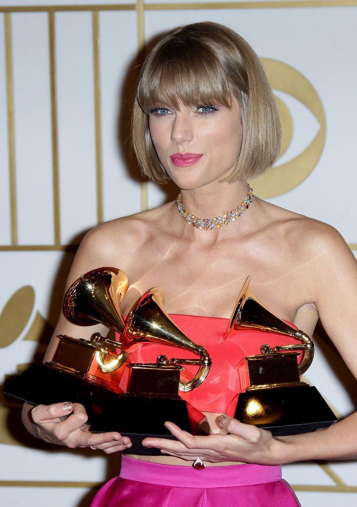 """""""Грэмми-2016"""": победители и самые роскошные наряды звезд на красной дорожке"""
