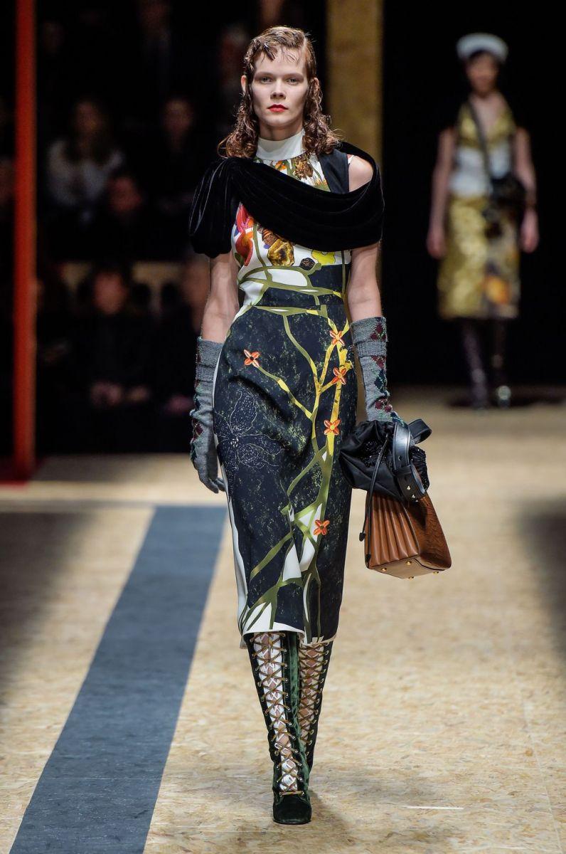 Украинская топ-модель: Ирина Кравченко дефилирует на показе Prada фото