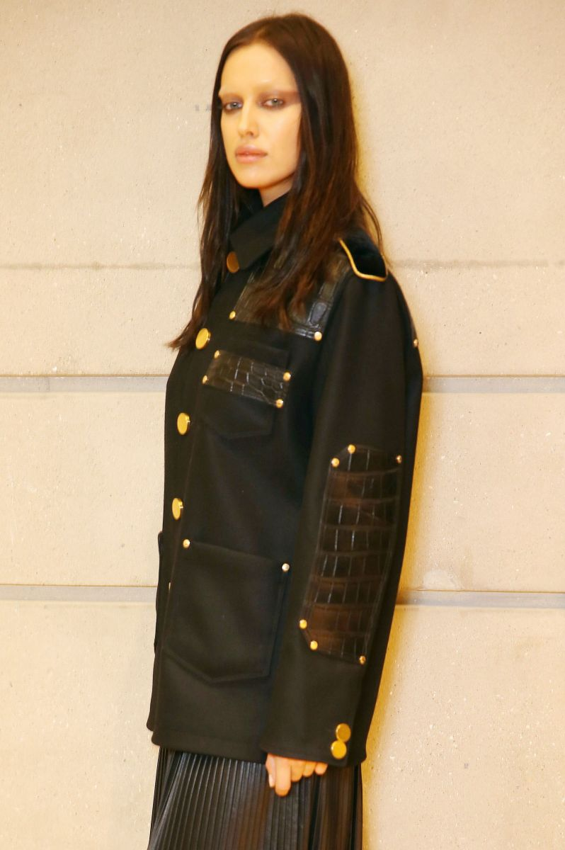 Образ дня: Ирина Шейк на показе Givenchy в вещах из новой коллекции бренда